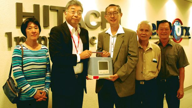 Mr Yagi presented the sleep diagnostic and therapy homecare ventilation unit to MND Malaysia. From left: Dr Loh Ee Chin; Mr Yagi; Mr Benny Ng, Chairman of MND Malaysia; Mr Soo and Mr Ong, officers from MND Malaysia.