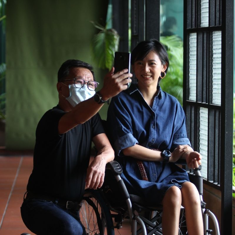 Tan Shu Hua posing for a wefie with her husband, Sam Ho, who is continually amazed and inspired by her attitude towards life. — KAMARUL ARIFFIN/The Star